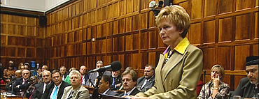 BEYOND BLACK AND WHITE HELEN ZILLE - SOUTH AFRIKA´S OPPOSITION LEADER