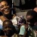 Yolande mit Kindern ihrer Familie, Zongo